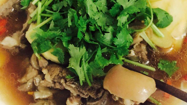 #年夜饭#羊肉煲,放上<a style='color:red;display:inline-block;' href='/shicai/ 131'>香菜</a>,羊皮最好吃😍