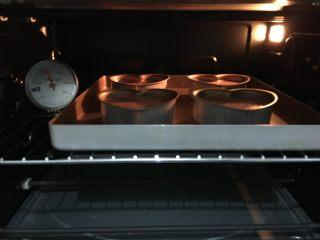 可可海绵蛋糕(4寸爱心),烤箱预热160度,中下层,上下火30分钟