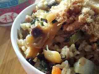 芥菜咸饭,根据自己喜好加入花生米、肉松或海苔,风味更佳😁。