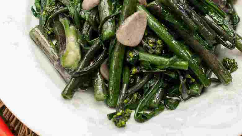 蒜香红菜苔