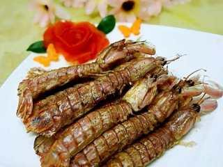 #年夜饭#椒盐爬爬虾(非油炸版),最后撒上椒盐粉就可以装盘了,好吃又简单,😁😁😁