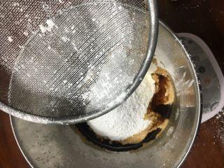 红糖发糕,筛入所有的粉类