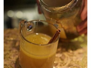 【黄油热朗姆酒】,最后加入蜂蜜拌匀