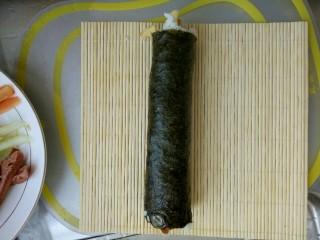 简单寿司,卷起来