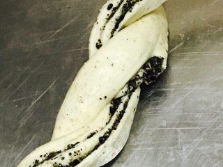 黑芝麻烤面包,交叉纽结,重复三次