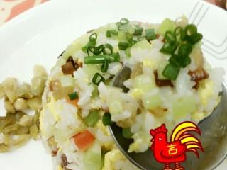 """腊肉蛋炒饭 别名""""当腊肉遇到饭"""",每一口都有满满的幸福感!爆棚!哈哈(ಡωಡ)hiahiahia"""