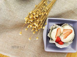 许你一个软妹子的草莓雪梅娘,尤其是切开的时候,整颗草莓太美好了!