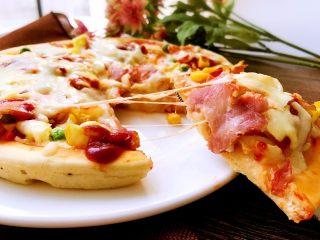 培根时蔬披萨,赶快吃上一口吧。