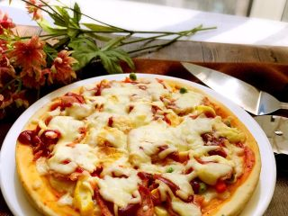 培根时蔬披萨,媲美必胜客的披萨哦。