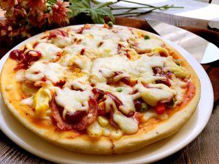 培根时蔬披萨,自己做的料更足。