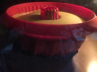 抹茶戚风蛋糕, 抹茶戚风蛋糕的做法 步骤12 烤了二十分钟后的样子,再等等很快就可以吃啦