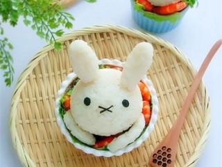 米菲兔杯子趣味餐,宁搭配水果、果汁或其他汤品作早餐