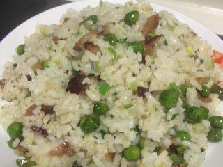 腊肉豌豆炒饭