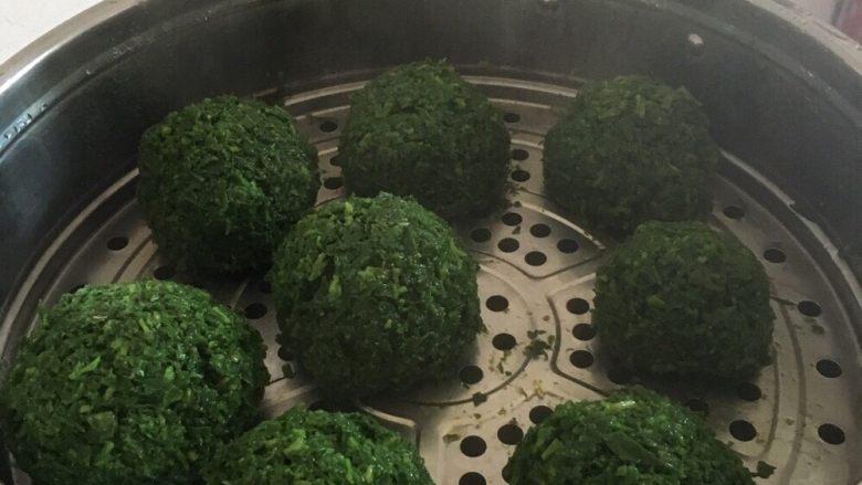 野菜疙瘩,蒸好的野菜疙瘩出锅啦