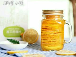 阳光满满的柠檬蜂蜜茶,盖上盖子,冰箱冷藏保存,待24小时浸润充分后再取用为佳;