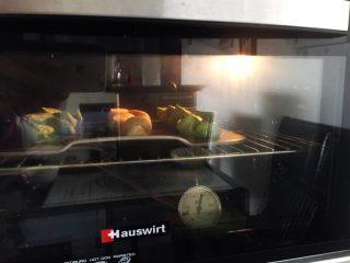麦穗椰蓉面包,烤箱预热180度上下火20分钟左右(上色记得盖上锡纸哦)