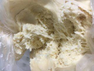 小巨蛋中种面包,拉起面团有丝状并且有酒味就可以了