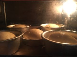 小巨蛋中种面包,烤箱预热170度,烤约25分钟