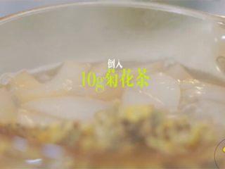 梨漫香汁&橙香满园&苹果乐园,倒入10g菊花茶