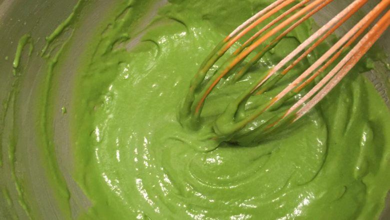 抺茶戚风蛋糕,翠绿、顺滑的蛋黄糊