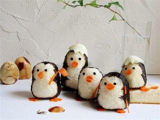 可爱的企鹅饭团,这样的饭团有没有萌到你?要不要也来尝试一下?