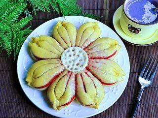 花瓣馒头,蒸出来的成品配上紫薯糊当做早餐是个不错的一顿美食,看着这样的馒头心情也会美美的