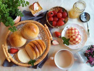 小巨蛋中种面包,早餐桌上我能一下子吃两个 哎,能不肥么!所以会做也是灾难啊!
