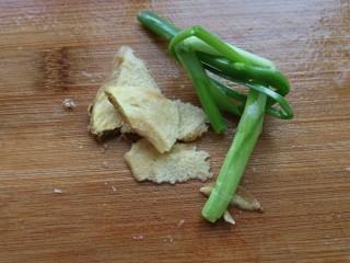 ≈超下饭豆瓣回锅肉≈,生姜切片,小葱打葱结