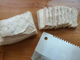 ≈超下饭豆瓣回锅肉≈,肉不烫手后,切5毫米厚的片
