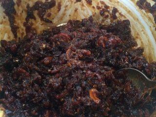 红糖姜枣膏,大概煮30分钟,期间要不停搅拌,不然粘锅啦,收火前加少许盐,再搅拌一下。