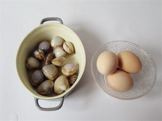 蛤蜊小葱炖蛋,准备好食材,蛤蜊可以多准备几个