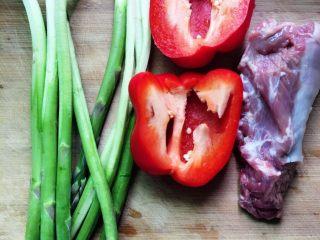 芦笋炒里脊+#春意绿#,食材准备好。