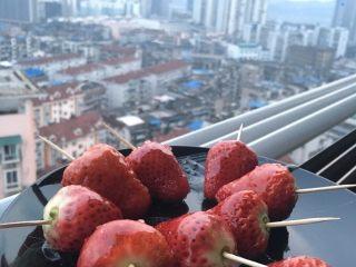 零失败冰糖草莓串,可以发朋友圈炫耀了^_^