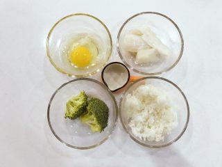 宝宝辅食:深海能量(鳕鱼)小米饼-12M,准备好所有食材。