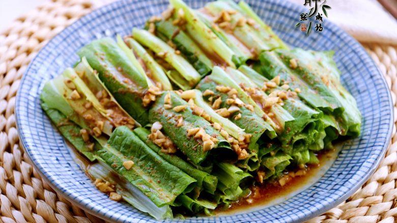 风味凉拌油麦菜,成品是一种复合香,既有油麦菜本身的清香,又有芝麻酱的香。