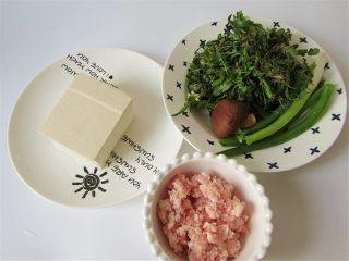 荠菜肉末豆腐羹,准备好食材