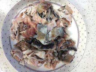 青椒鱼皮,做鱼肉饺子剩下的鱼皮切条