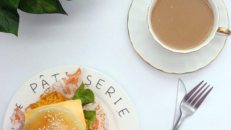 劲脆汉堡包,早餐配上一杯奶咖,也是不错的选择