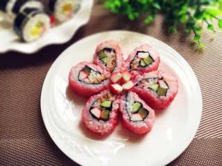 樱花寿司,摆盘就成为樱花寿司了。