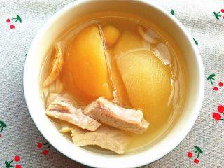 雪梨苹果瘦肉汤,出锅装碗,美美的享用吧。