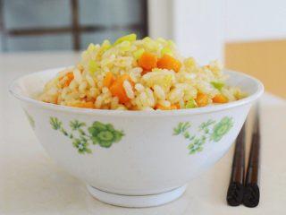 金沙南瓜焗饭(蛋黄南瓜炒饭),米饭用硬一点的隔夜米饭会炒的粒粒分明,口感更佳~
