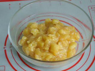 菠萝派,炒好的菠萝馅。