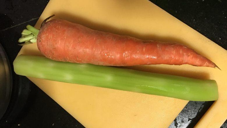 蔬菜丸子汤,材料洗干净去皮