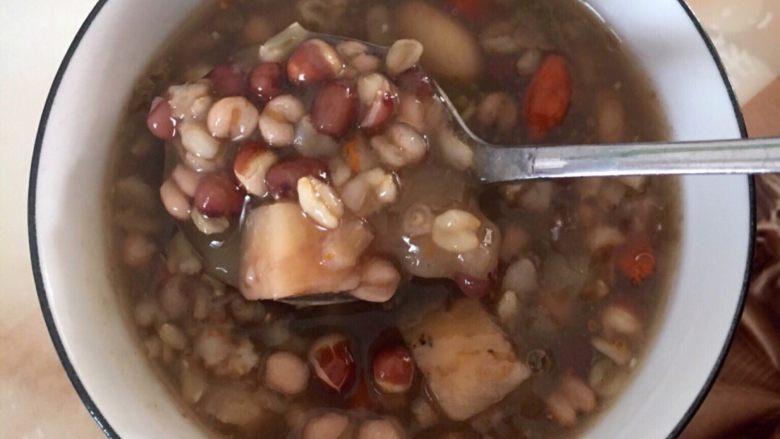 葛根木瓜魔芋养生粥,煮60-90分钟,美味的葛根木瓜魔芋养生粥就做好了。快来一起瘦身吧!