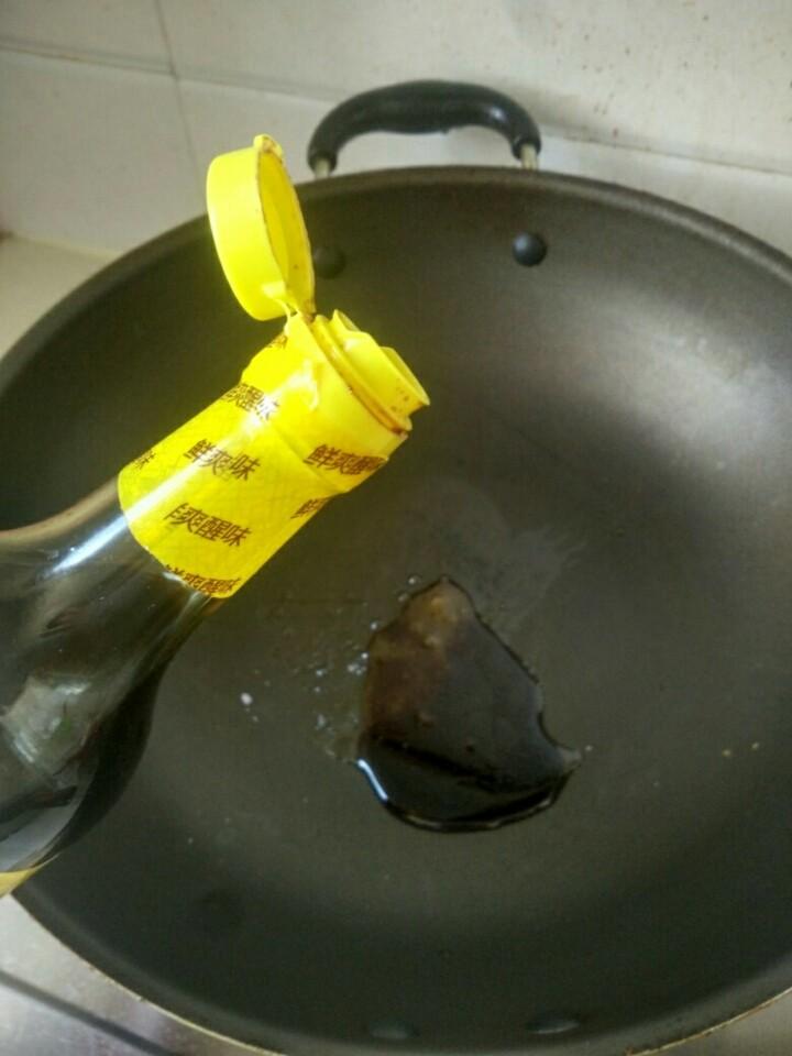 蒜香芦笋,放酱油少许