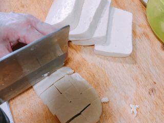 产后宜食 珍宝豆腐,豆腐切丁