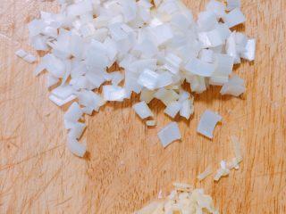 产后宜食 珍宝豆腐,葱姜切末