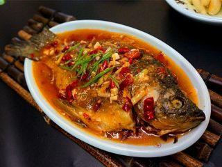 家常烧鲫鱼,家常的永远是大家最喜欢的,简单的做法,却非常下饭开胃儿