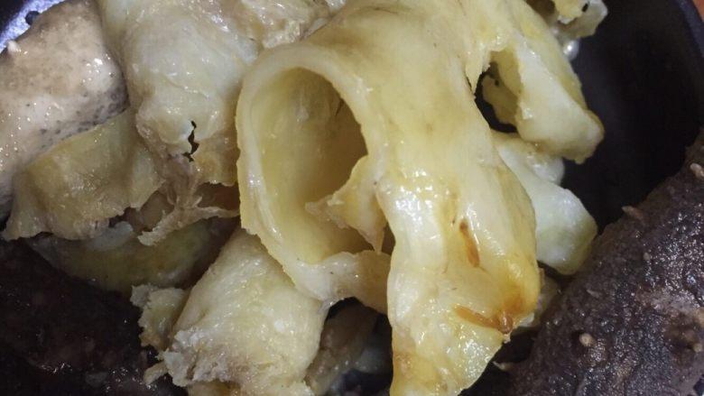冬笋鸡翅玉米煲,发泡好的海参和鳕鱼胶