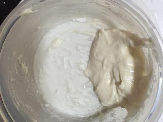 黑芝麻椰蓉面包棒,先制作烫种,20克高筋面粉,20克100度热水,混合搅拌均匀后放入冰箱冷藏一夜,或者是晾凉即用,都可以